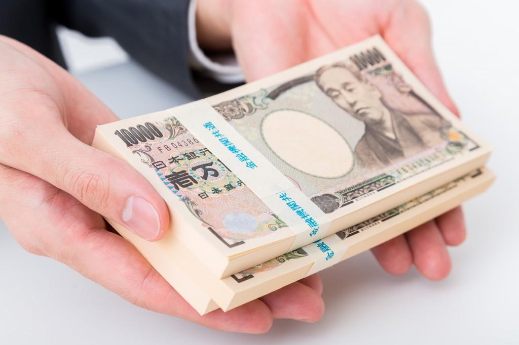 1万円札の新札は、いつ頃、発行枚数は年間何枚くらいなのか
