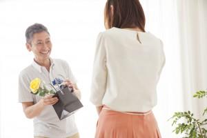 6月の第3日曜日は父の日!気になる起源やなぜ白いバラを贈るの?