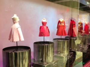 大阪の「ル・テアトル・ディオール展」でお姫様気分を味わおう